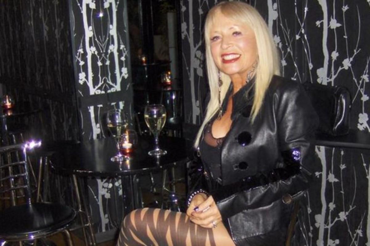 Блондинки в мини юбках в туфлях фото.знакомства знакомства с сэкс через скайп