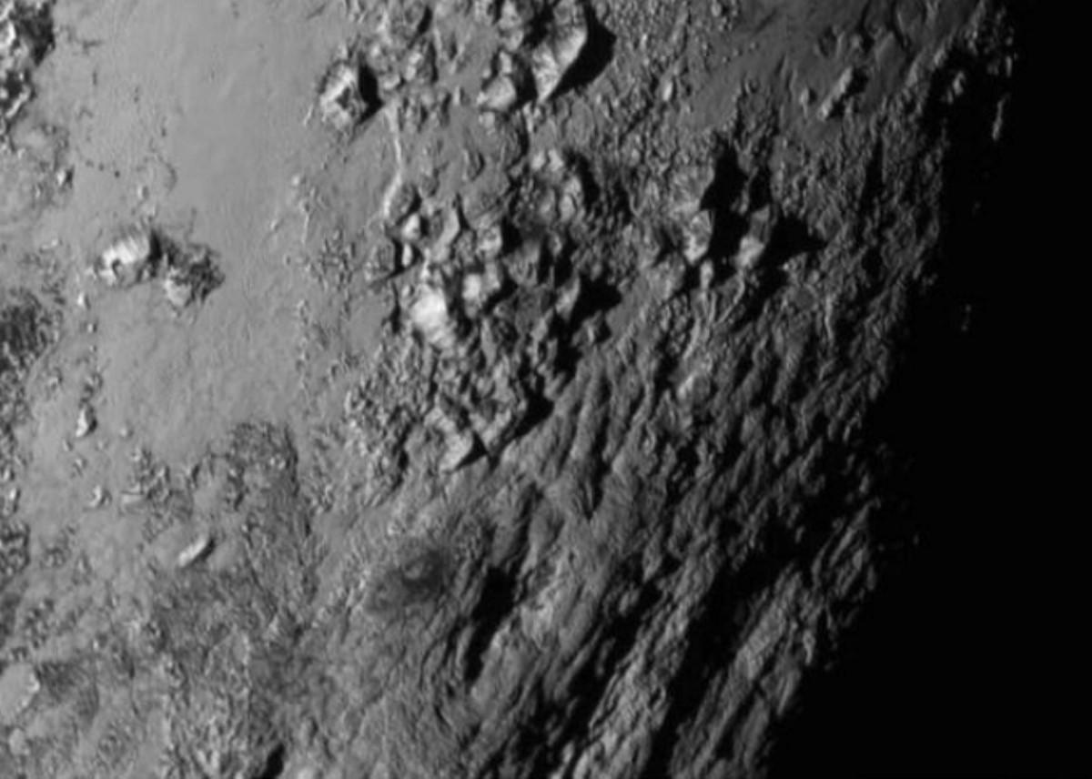 NASA опубликовало первые снимки поверхности Плутона