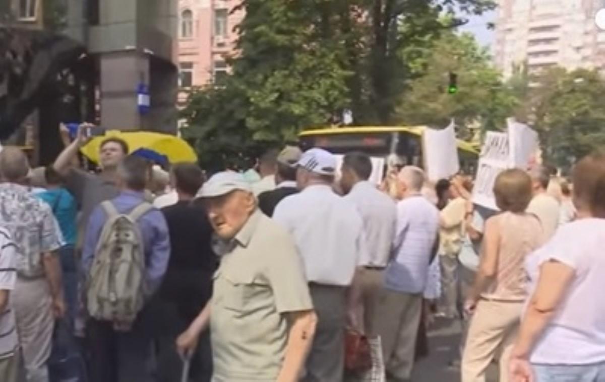 ВКиеве митингуют вкладчики ликвидированных банков