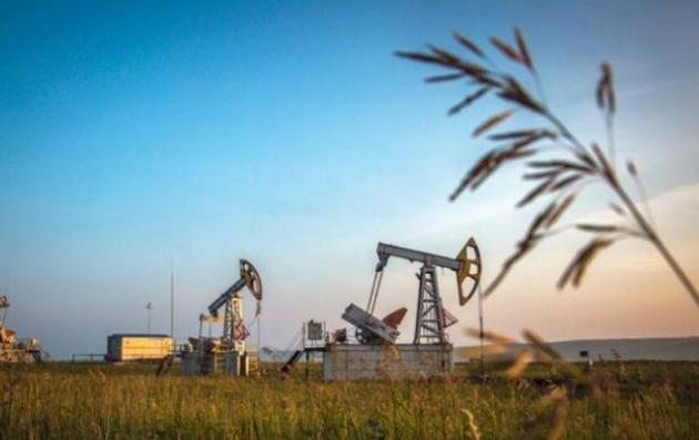Стоимость нефти продолжает снижаться нафоне укрепления доллара