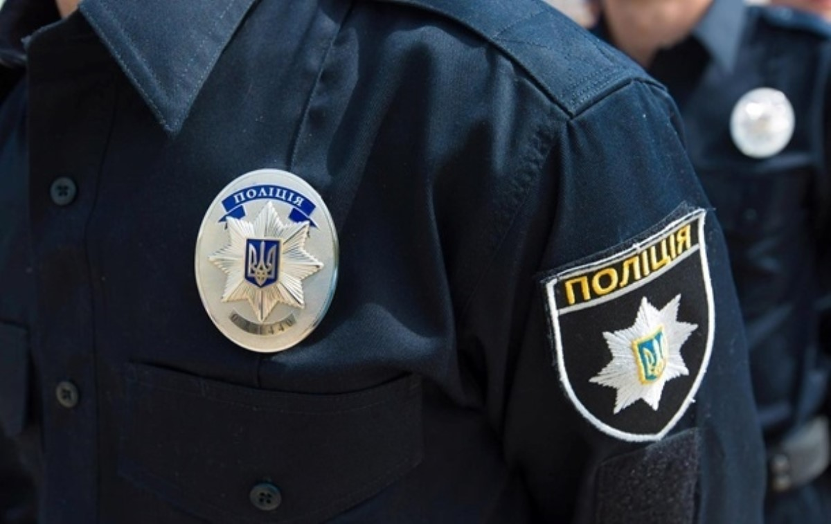 Трое полицейских избили мужчину