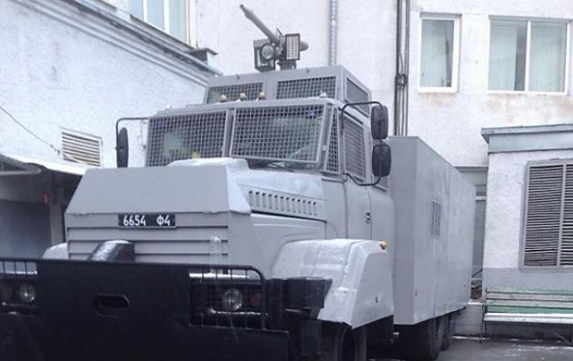 Украинская Нацгвардия всрочном порядке ремонтирует водометы для разгона митингов идемонстраций