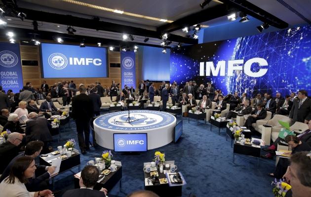ВКиеве активисты заблокировали работу офиса МВФ