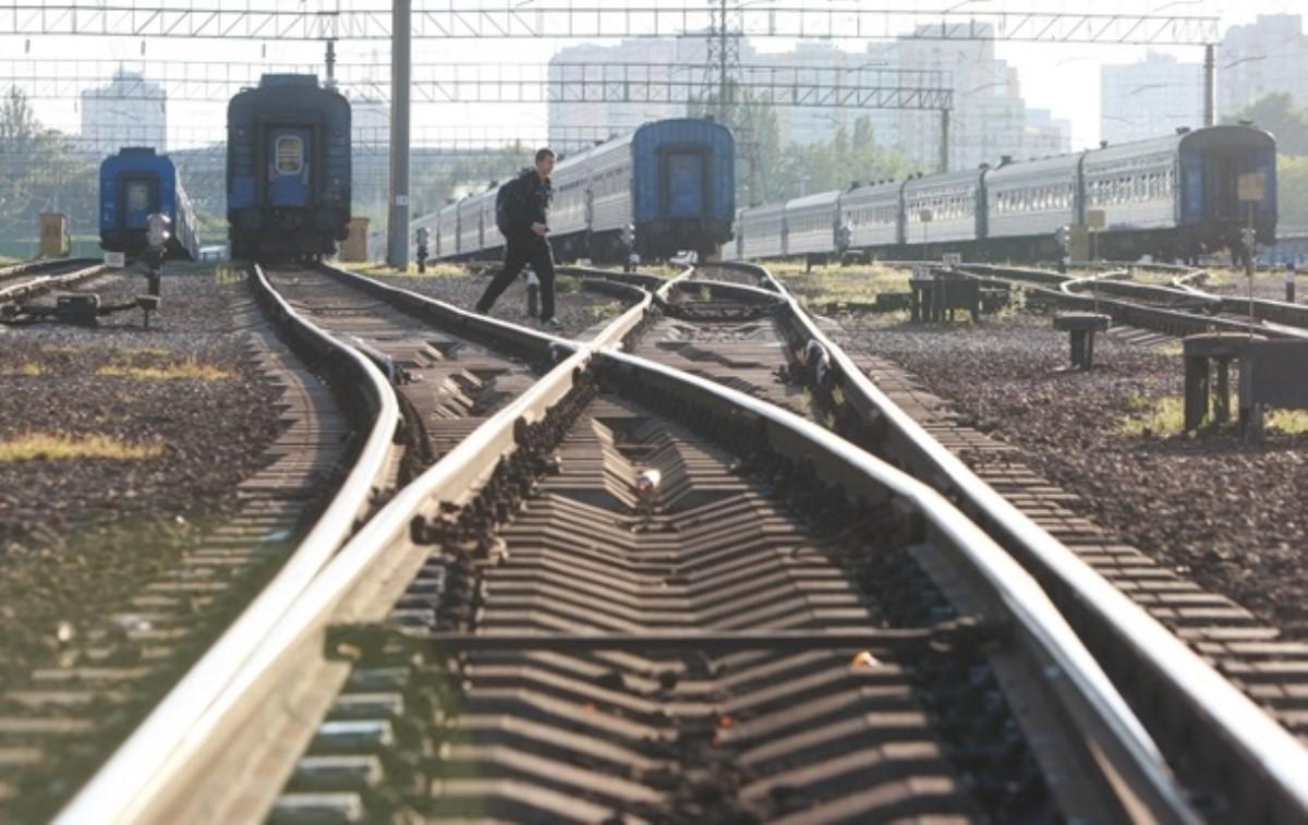 Бунт на рельсах: в Киевской области люди остановили поезда. Видео