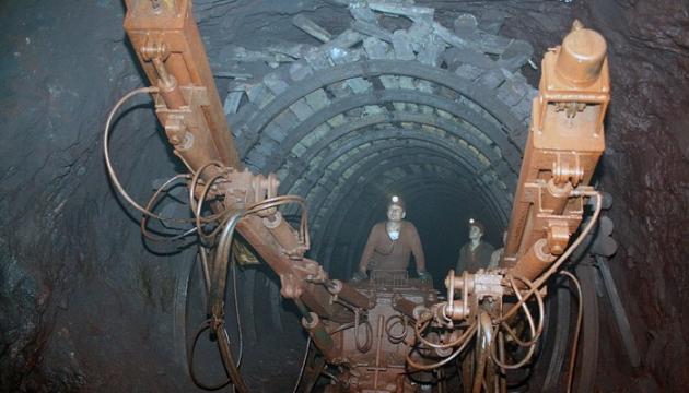 ВКривом Роге поднятия зарплат требуют горняки шахты, принадлежащей российскому олигарху