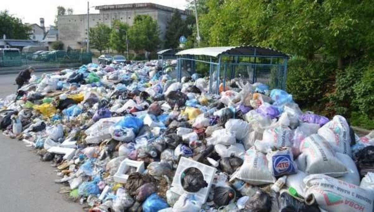 ИзЛьвова вывезли первые 270 тонн мусора