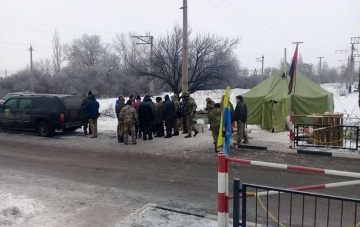 Премьер Украины обвинил организаторов блокады Донбасса вработе на«россиян»