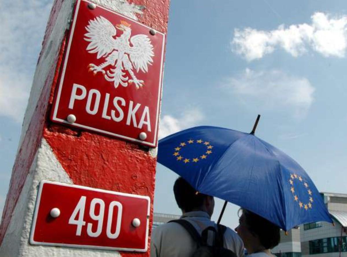 Польша приняла неменее 1,4 млн беженцев из государства Украины,— евродепутат