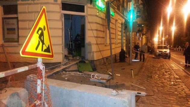 ВоЛьвовской области врайонной клинике  подорвали банкомат