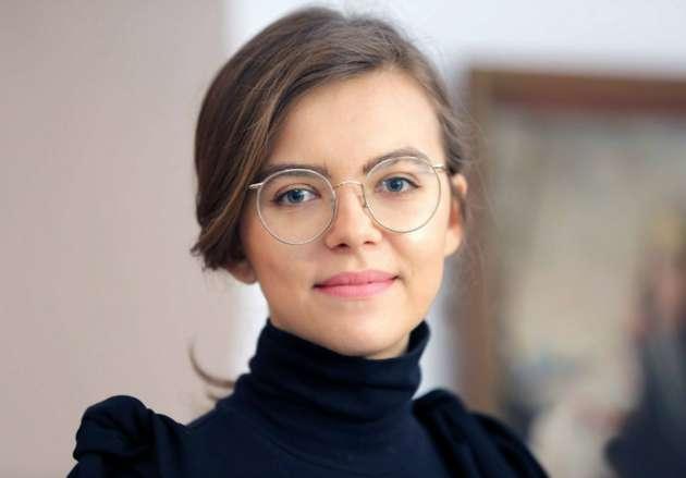 Ленч с24-летней заместительницей Авакова выставлен нааукцион