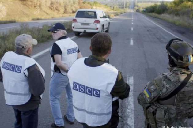 Террористы цинично обстреляли СММ ОБСЕ наДонбассе: наблюдатели эвакуируют кабинет