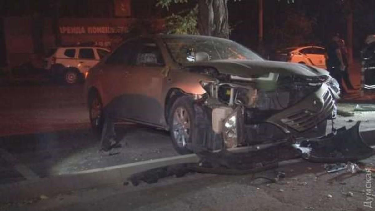 Вцентре Одессы взорвали автомобиль
