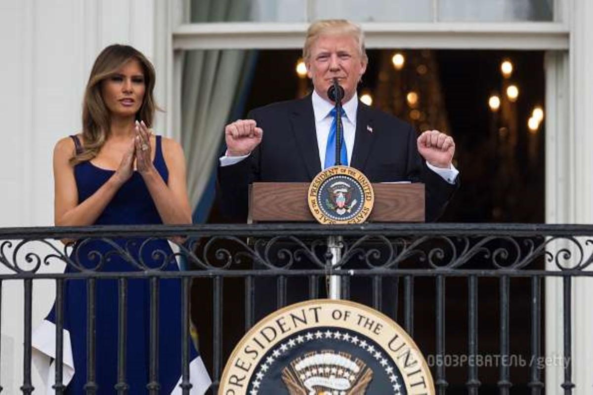 Сразила наповал: Мелания Трамп всинем одеяние Esteban Cortázar вБелом доме