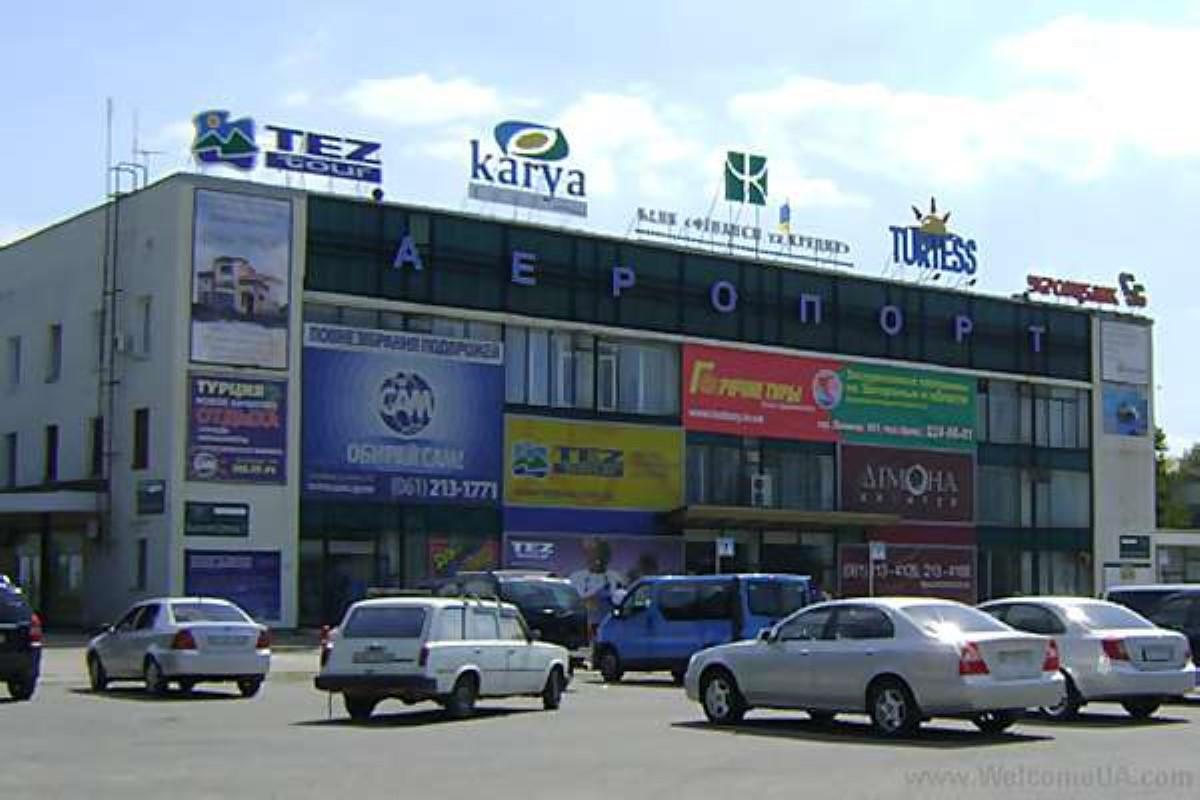 Взапорожском аэропорту задержали рейсы по указу Генштаба— секретарь