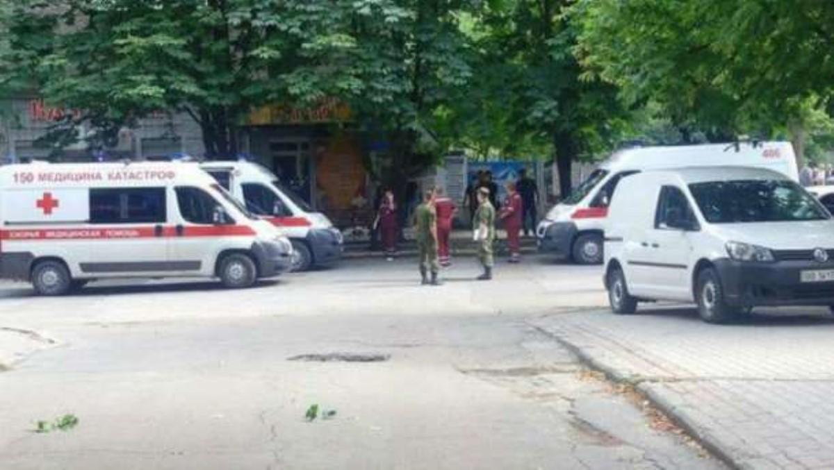 Опубликован фоторобот предполагаемого исполнителя терактов в Луганске
