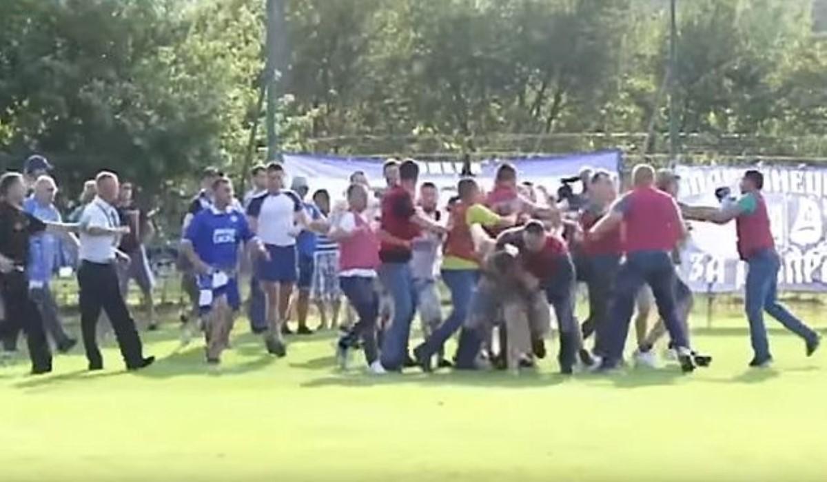 Наматче Кубка Украины фанаты «Днепра» подрались сполицией