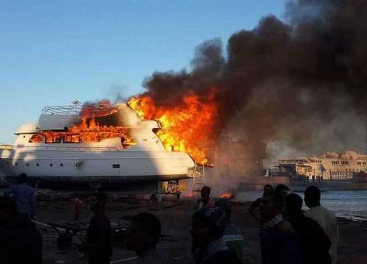ВЕгипте загорелось судно стуристами