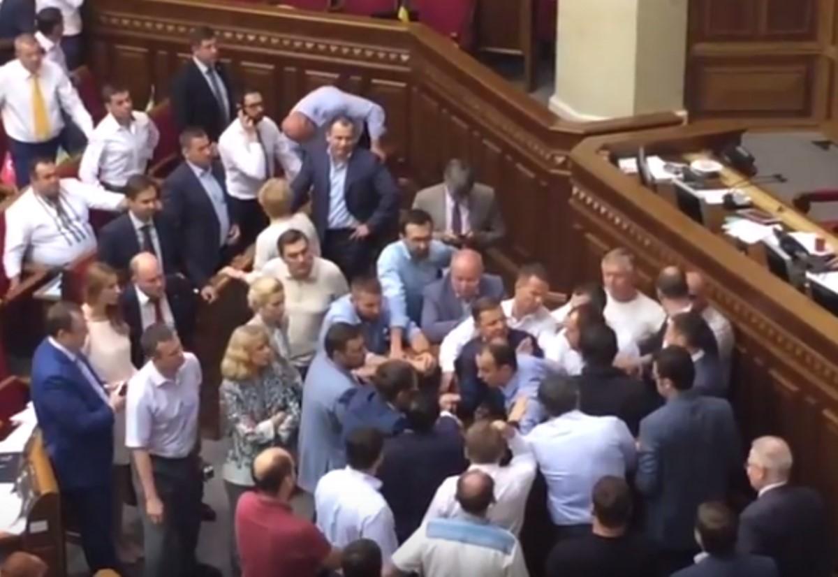 ВВерховной Раде Ляшко иСоболев устроили бойню замикрофон