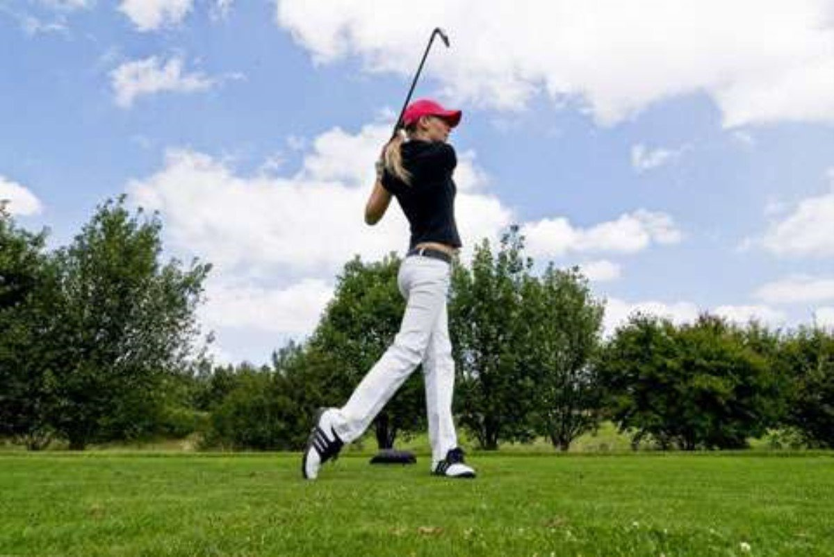Ассоциация женского гольфа запретила спортсменкам декольте икороткие юбки