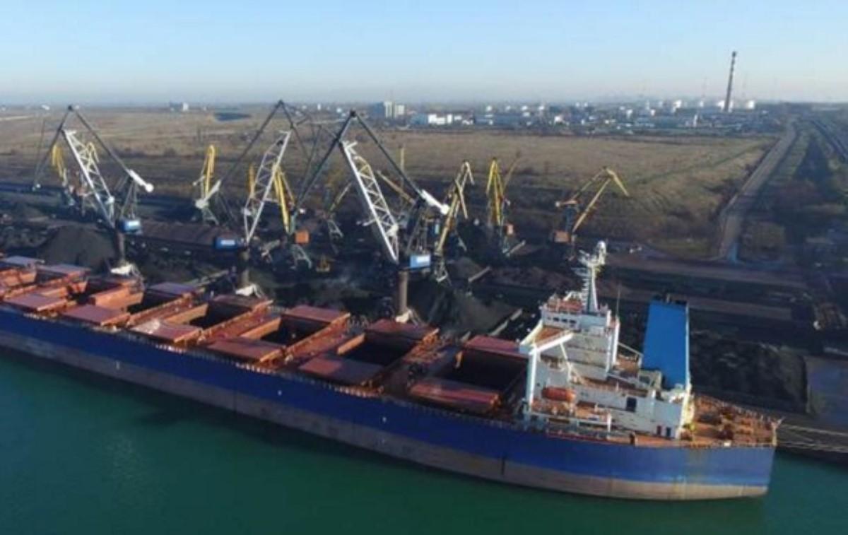 Вморской порт Украинского государства прибыло судно суглем изЮАР