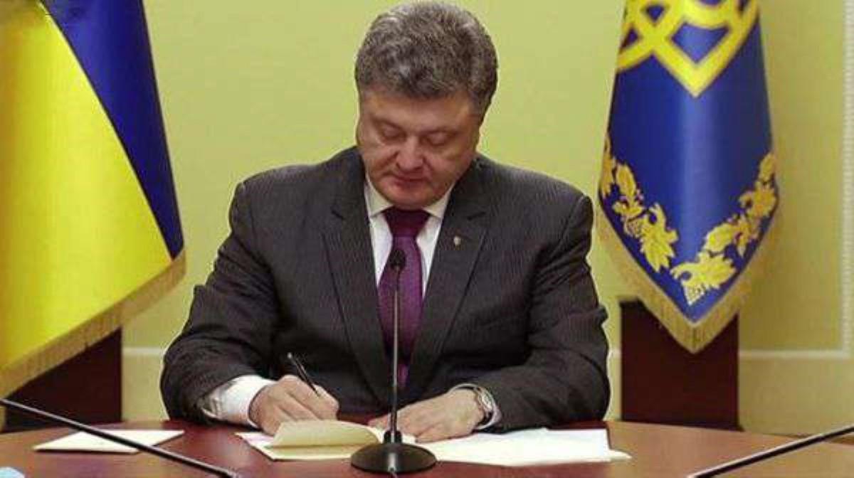 Порошенко: вУкраинском государстве контрактная армия вскором времени будет навсе 100% укомплектована