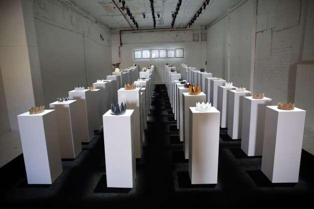 Посетительница галереи вСША уронила 10 экспонатов, пытаясь сделать селфи