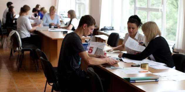 Больше 2 тыс. выпускников соккупированного Донбасса подали документы вукраинские университеты