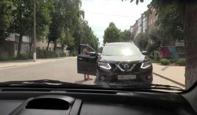 Дочь украинского чиновника ездит на джипе с московскими номерами