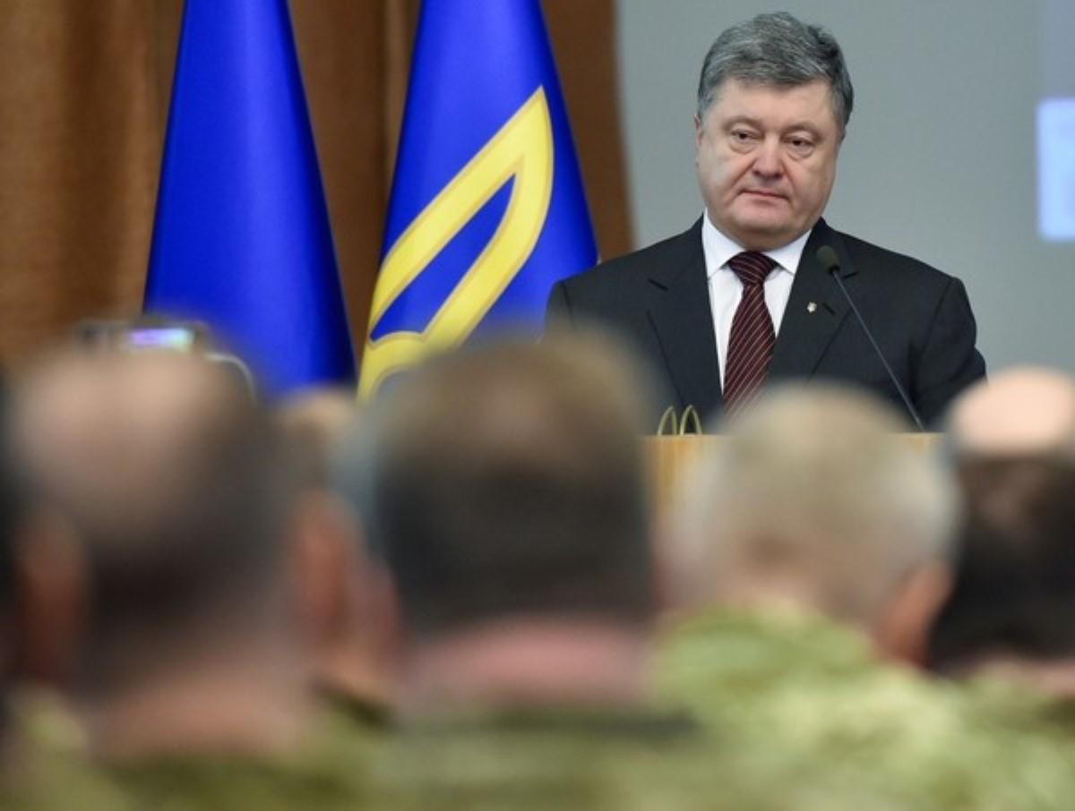 Порошенко рассказал, сколько техники получила украинская армия затри года