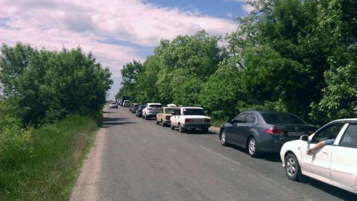 Наблокпосту под Мариуполем случилось ДТП сучастием 8-ми авто