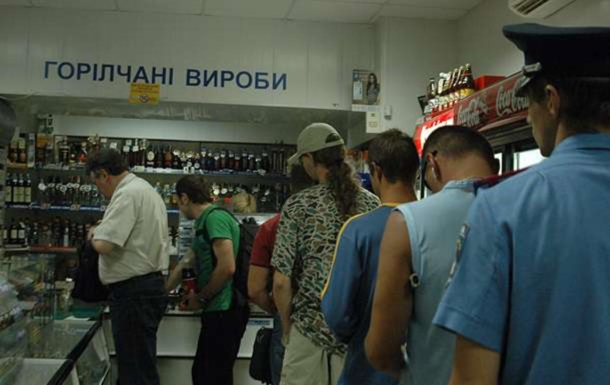 ВУкраинском государстве вырабатывают все меньше водки ипива