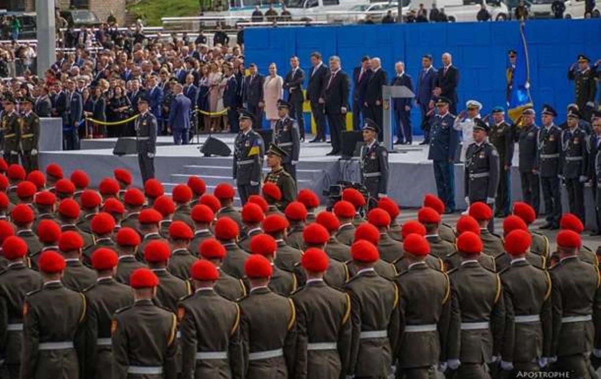 Мыначинаем осовременивание армии— Порошенко