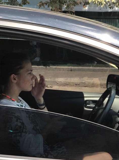 """""""Главное, что в вышиванке"""": сестра Савченко засветилась за рулем новенького авто"""