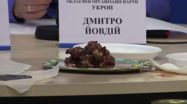 Украинские чиновники сплавляют солдатам ВСУ собачий корм ввиде тушенки