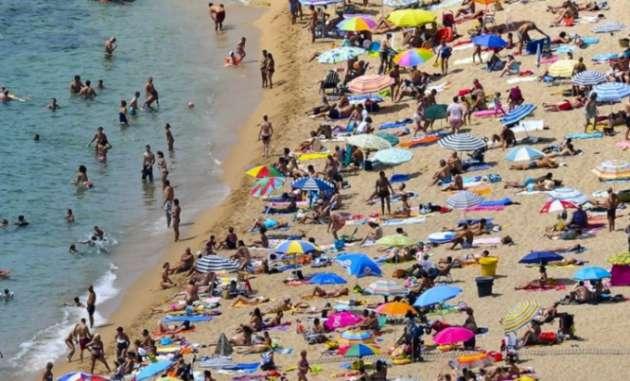 Наиспанский берег наглазах ушокированных туристов высадился «десант» незаконных мигрантов
