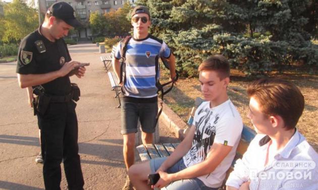 Вукраинском Славянске подростки демонстративно невстали вовремя осуществления гимна