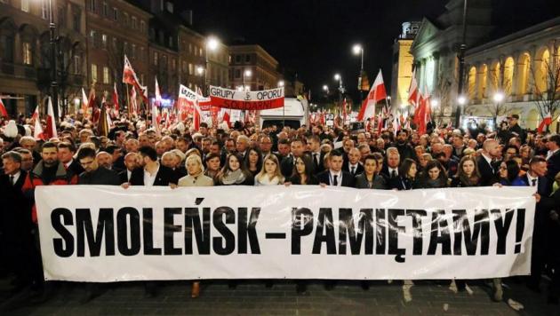 Польских чиновников подозревают визмене— Смоленская трагедия