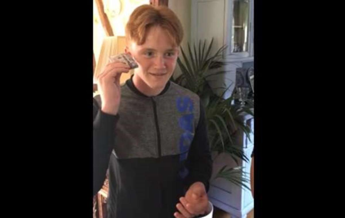 Дети английского блогера несмогли понять назначение аудиокассет