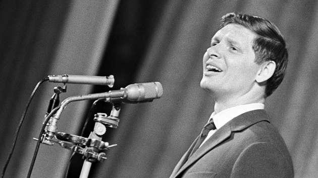 Google выпустил дудл, посвящённый российскому певцу Эдуарду Хилю
