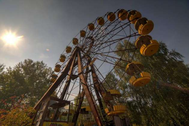 Заброшенное колесо обозрения ожило вЧернобыле