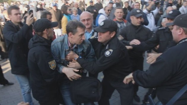 Массовая драка намитинге Саакашвили вОдессе угодила навидео