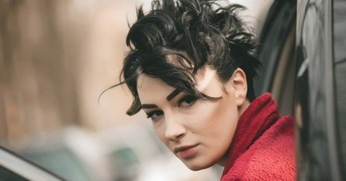 Украинская певица побрилась налысо для нового клипа