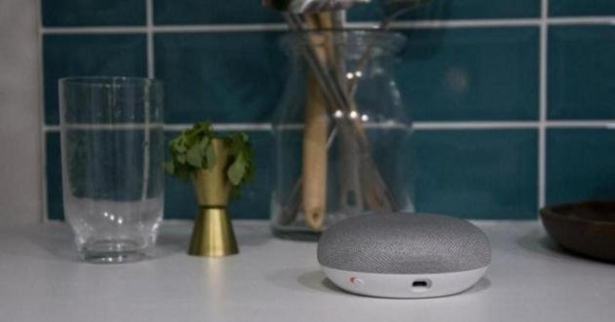 «Умная» колонка Google Home Мини следила запользователями круглые сутки