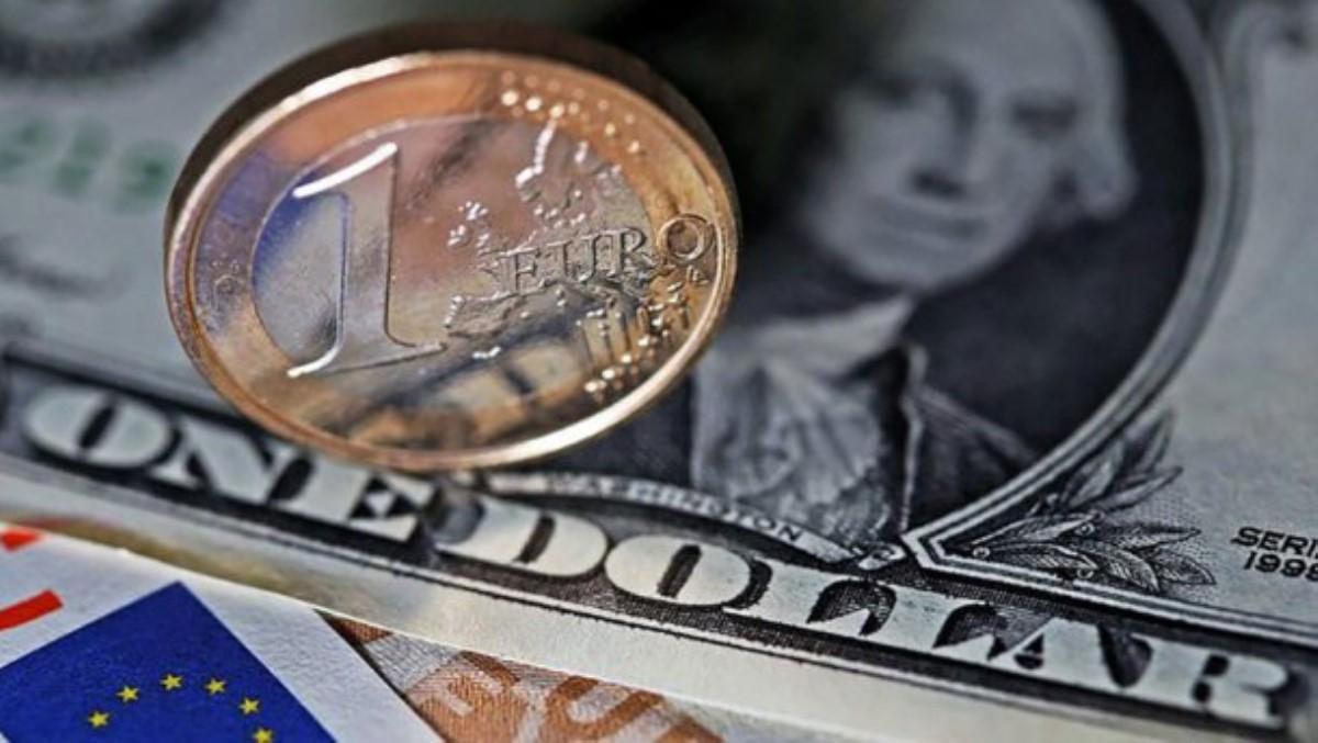 Евро заметно упал вцене набирже