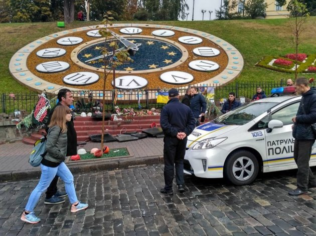 ВКиеве разбили монументы героям Небесной сотни