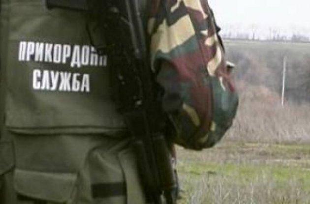 Пуля угодила  вплечо. ВМарьинке вражеский снайпер ранил украинского пограничника