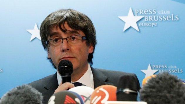 Распущенный парламент Каталонии подчинился Испании, Пучдемон обвинен вмятеже