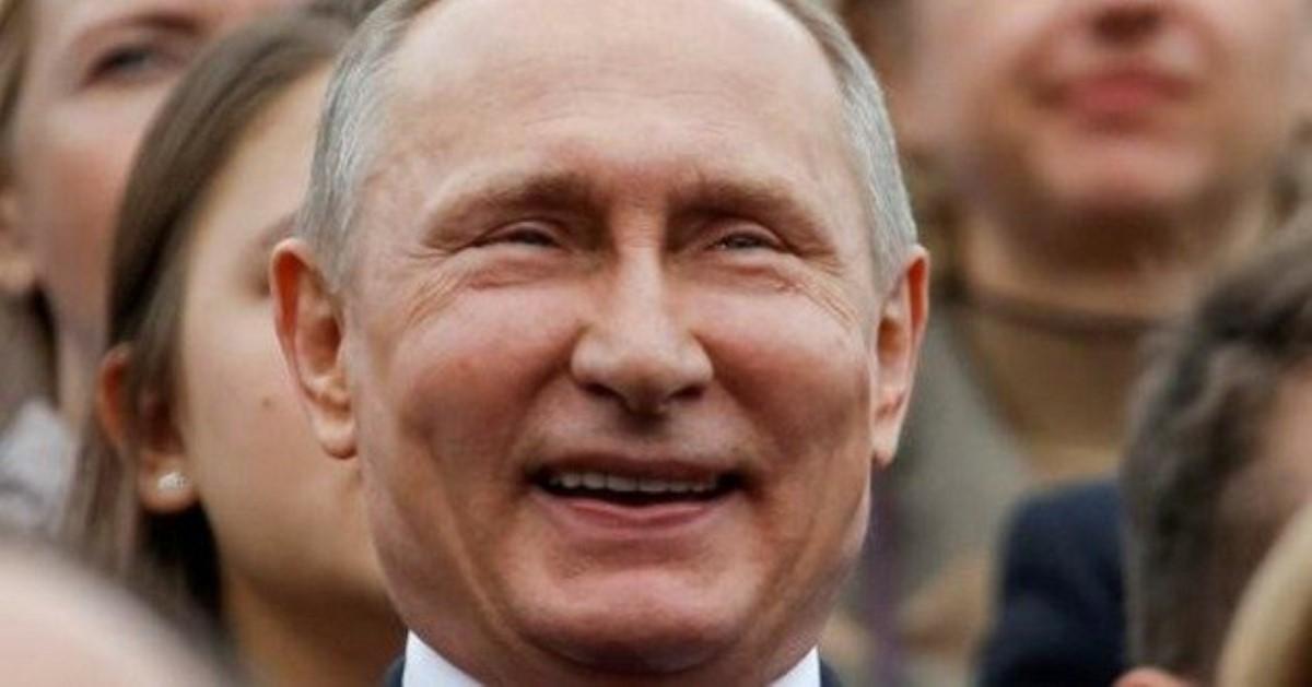 """""""Бюлетень невстановленої форми"""", - """"Та ну"""", - Путін тільки з третього разу зміг укинути бюлетень в урну для голосування на виборах мера Москви - Цензор.НЕТ 3645"""