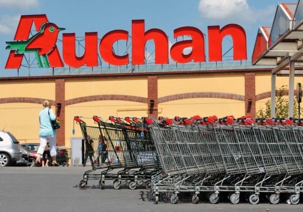 ВКиеве охранники супермаркета «прессовали» школьниц— Нарушая все законы