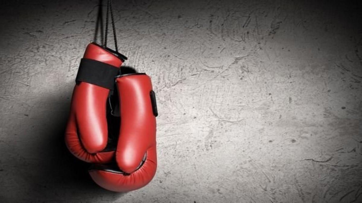 Боксер нокаутировал конкурента первым ударом вчемпионском бою